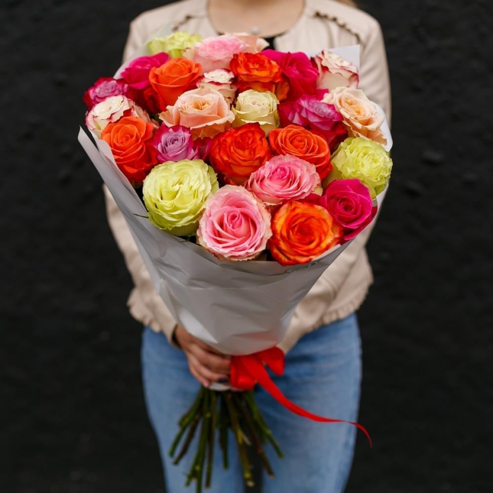 19 роз разного цвета 40-50см