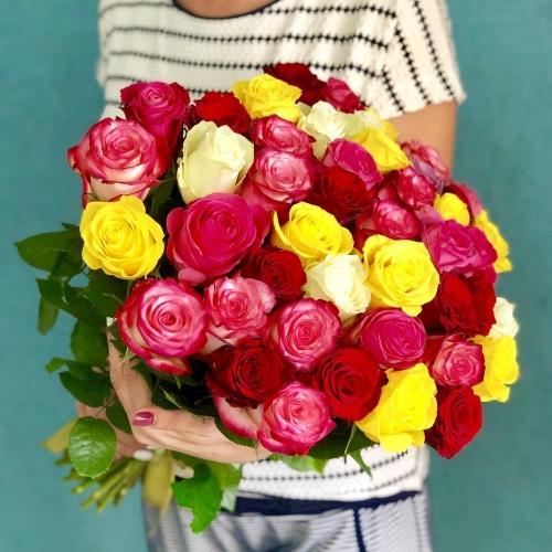 35 роз разного цвета