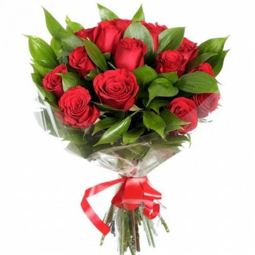 Красные розы с рускусом