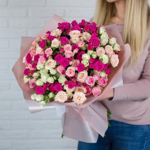 Розовая кустовая роза Микс